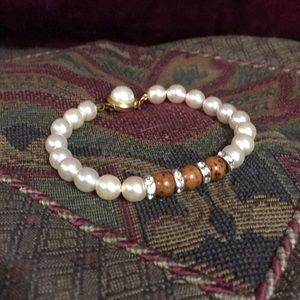 Elegant Pearl bracelet